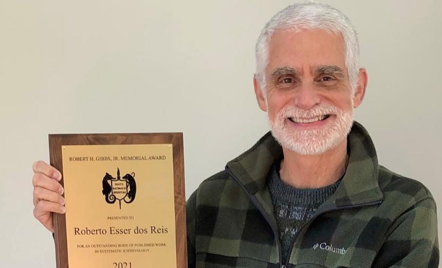 Professor da PUCRS recebe a mais importante premiação mundial sobre o estudo de peixes