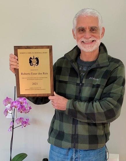 Professor da PUCRS recebe a mais importante premiação mundial sobre o estudo de peixes - Pesquisador Roberto Reis, docente da Escola de Ciências da Saúde e da Vida, recebeu o Gibbs Award, considerado o prêmio de maior prestígio da ictiologia mundial