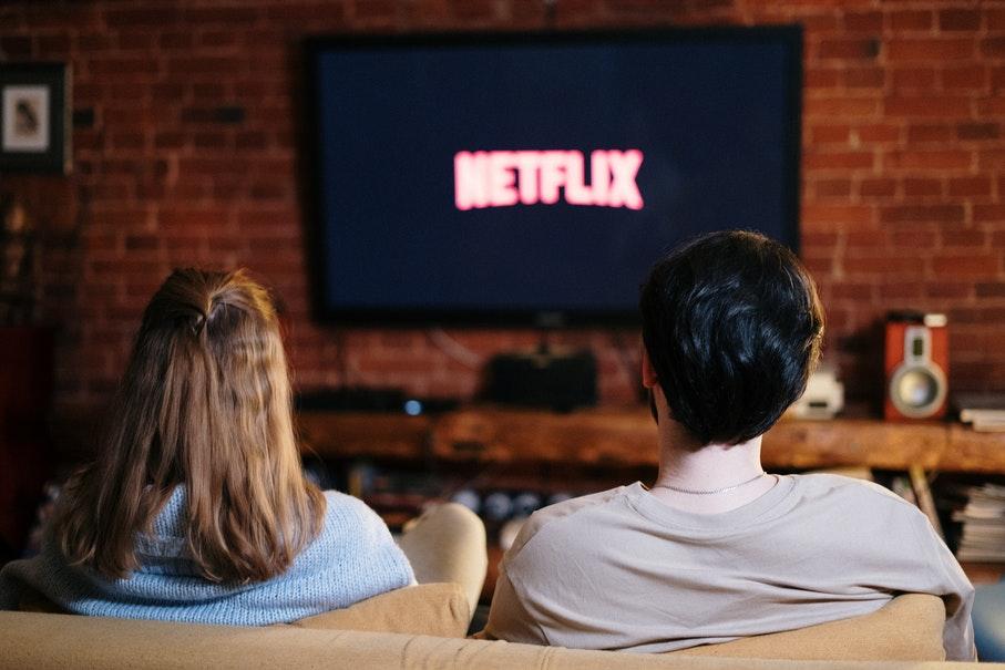 5 filmes e séries disponíveis em serviços de streaming para praticar idiomas