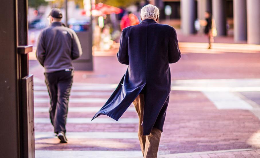 Como prevenir os atropelamentos de pessoas idosas? Confira 5 dicas - Folheto criado pela EPTC em parceria com a PUCRS auxilia na conscientização sobre o tema